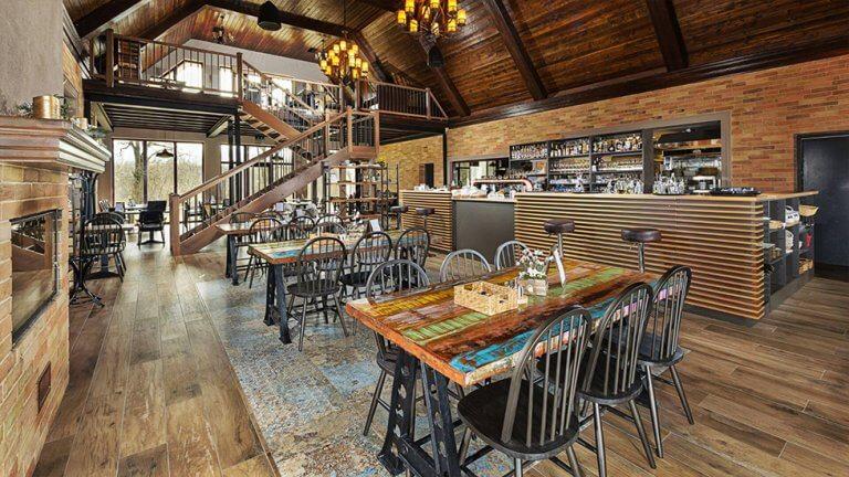 reštaurácia Rajka Kúria sedenie